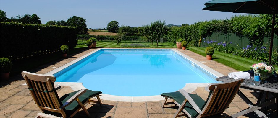 hampshire-holiday-cottage-swimming-pool_g