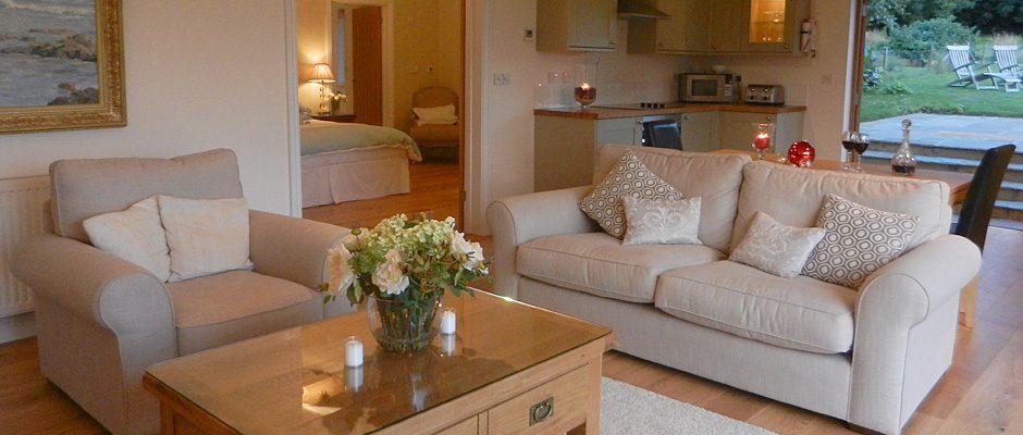 black-hedges-hampshire-guest-lounge1